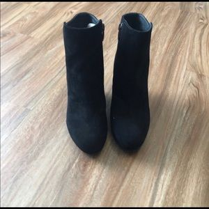 Beautiful Black Via Spiga Suede Booties, size 6
